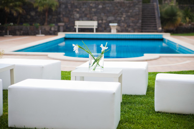 Tutto quello che puoi noleggiare per un ricevimento fai da for Sedute per piscine