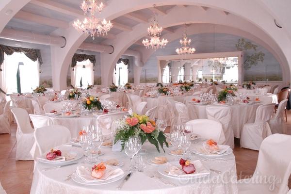Come organizzare i tavoli per un matrimonio - Tavoli rotondi per catering ...